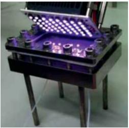 图18:用能量有效的UV LED照射[2 + 2]光环加成反应的光学反应器