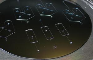 如何为SU-8模具选择合适的光刻热板