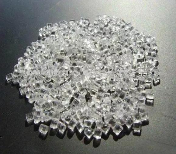 图1是用于注塑的PMMA原料颗粒。