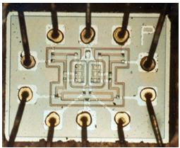 控制Apollo航天器(1960年代)的计算机的逻辑NOR IC组件。